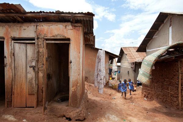 slum-toilet